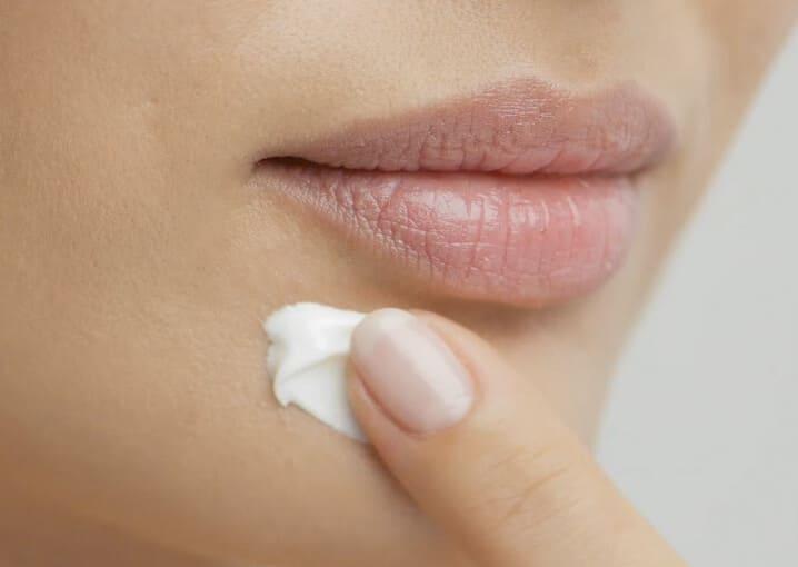 augen-lippen-maske-gesichtspflege-pflege-gesichtsmaske-jojobaöl-schaebens-Q10-panthenol-hamamelis-vitamin-e-glaettet-strafft-lifting-komplex-grau-blau-anwendung