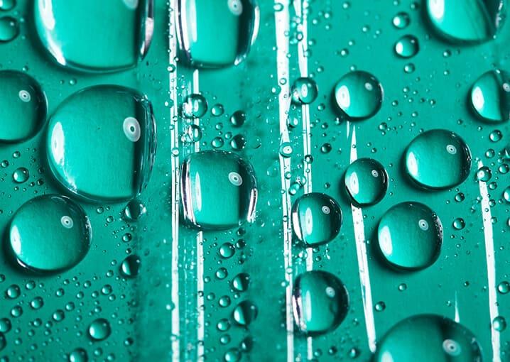 wassertropfen-gruen-aloe-vera-feuchtigkeit-wasser