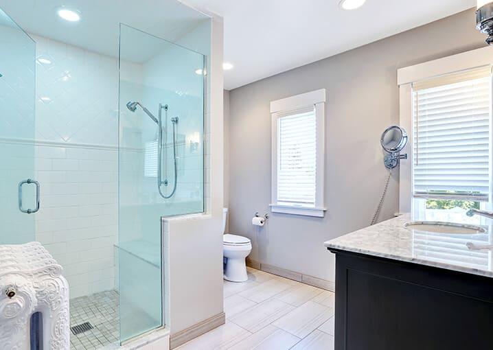 badezimmer-dusch-pflege-gesichtspflege-schaebens-bad