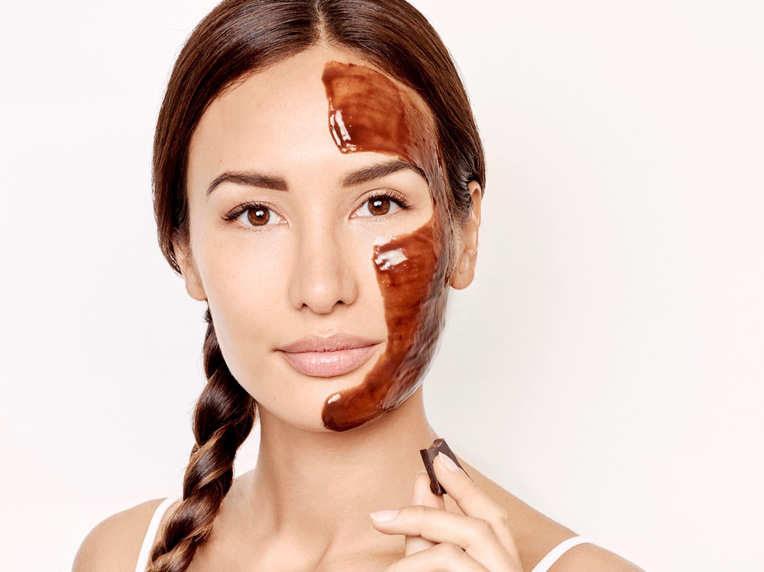 schoko-maske-gesichtspflege-gesichtsmaske-schokolade-vollmilchschokolade-lecker-hypoallergen-verwöhnend-wohltuend-kakao-kakaoduft-anwendung