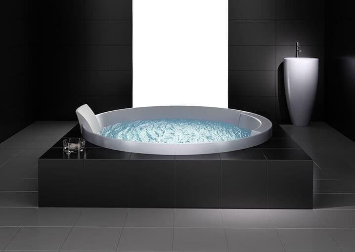 badezimmer-schwarz-badewanne-weiß-bad-pflege-schaebens