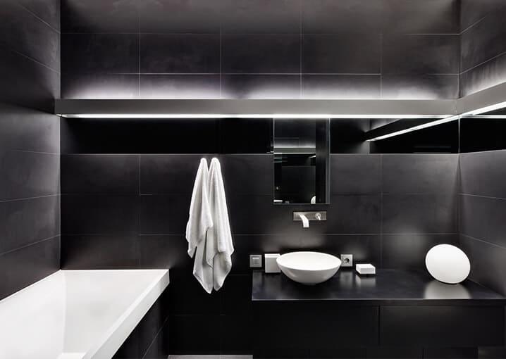 badezimmer-bad-badewanne-schwarz-weiß-schaebens-gesichtspflege-pflege-gesichtsmaske-maske