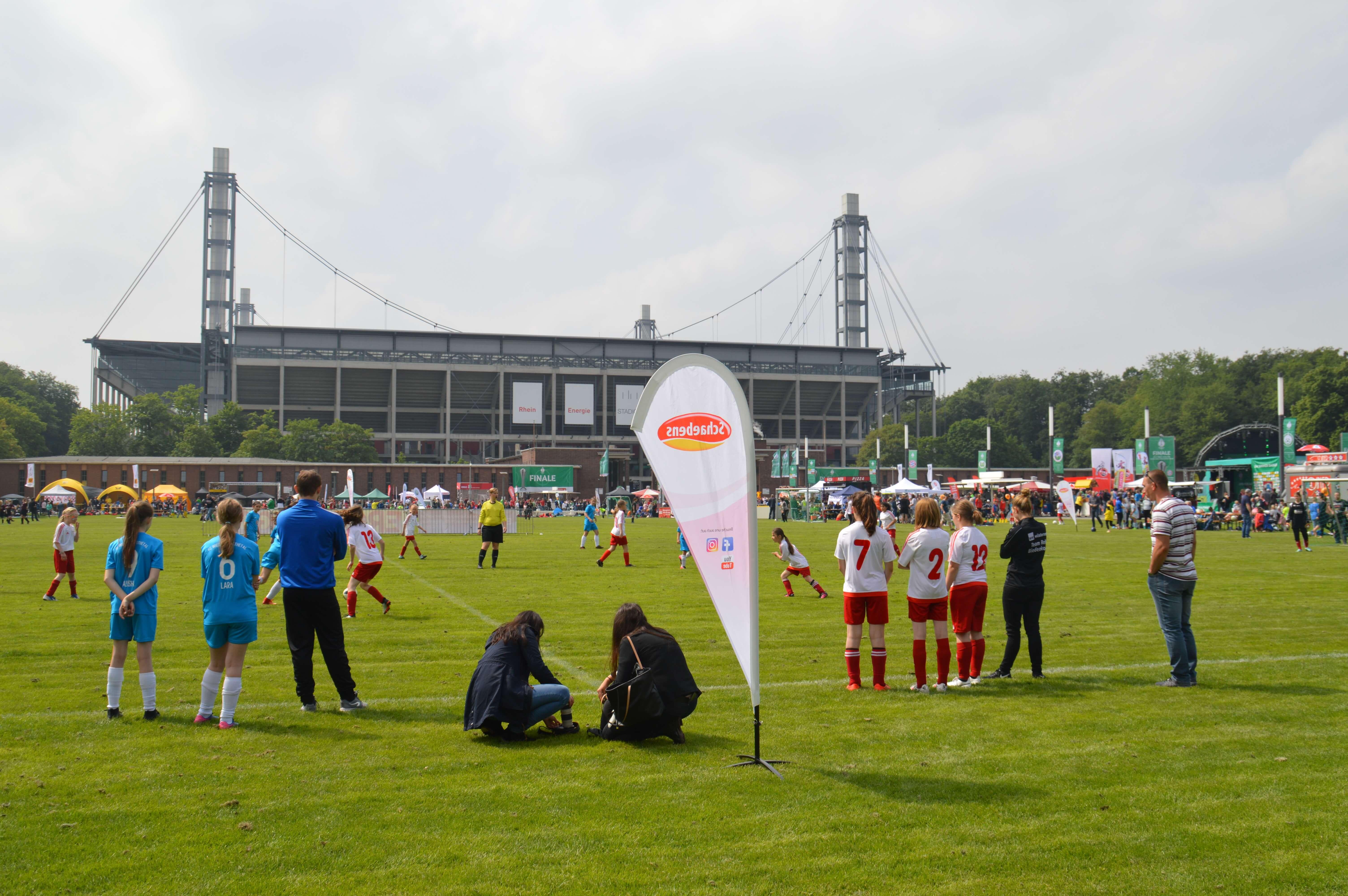 dfb pokalfinale frauen-rheinenergiestadion-dfb pokal-fc-schaebens-fanfest-vorwiesen-turnier