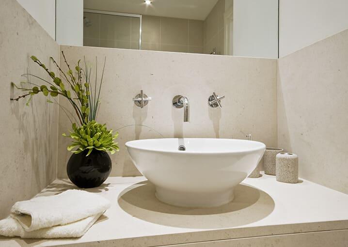 aloe-vera-serum-gesichtspflege-schaebens-feuchtigkeit-hydration-boost-regeneration-gel-vitamin-e-bad-badezimmer-badewanne