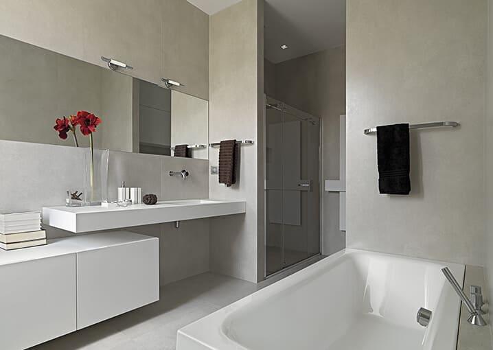 badezimmer-badewanne-bad-rot-beige-grau-gesichtspflege-pflege