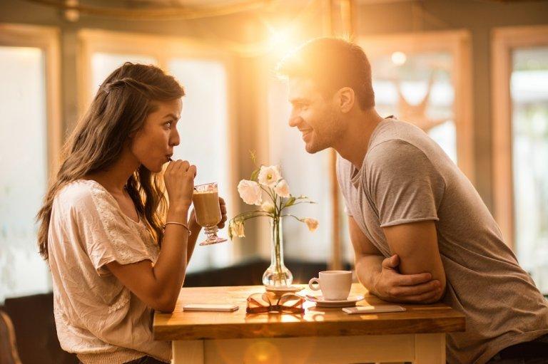 Frauen aufgepasst: Wie verhalten sich verliebte Männer?