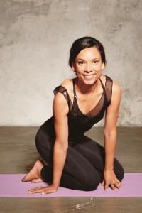 Schaebens-yoga-lernen-für-anfänger-amiena-zylla