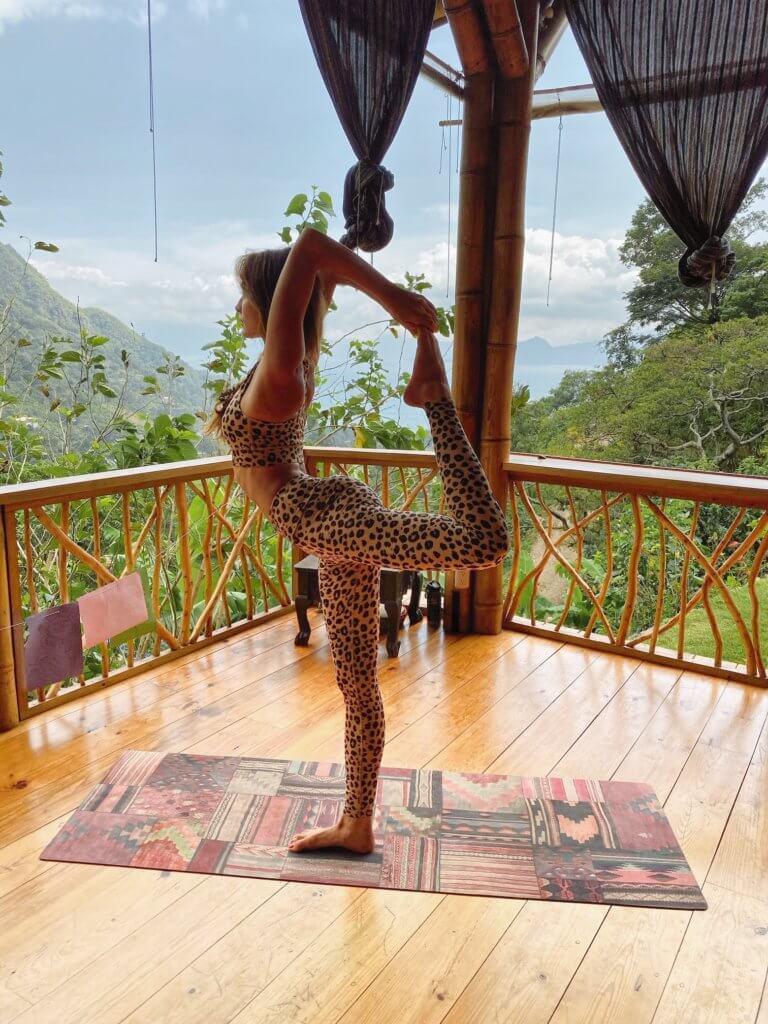 Schaebens-morgenroutine-mit-sofia-yoga